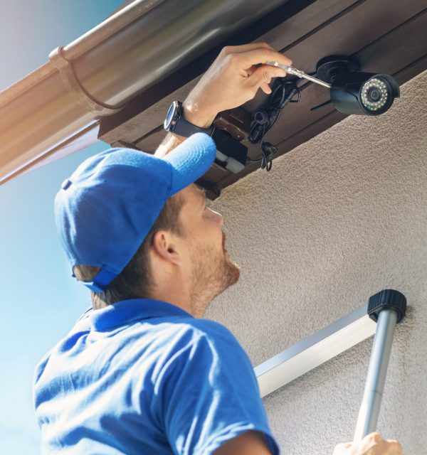 man install surveillance ip camera for home security